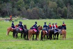 Hästryttare på Borodino slåss historisk reenactment i Ryssland Royaltyfria Bilder