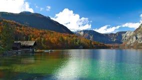 Höstsikt av Bohinj sjön Arkivfoton