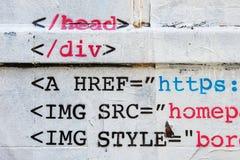 HTML在砖墙上的钢板蜡纸街道画 免版税库存照片