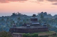 Htukkanthein stupa在Mrauk U, Rakhine状态,缅甸 库存照片