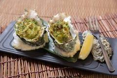 Huîtres cuites au four avec le citron Image stock