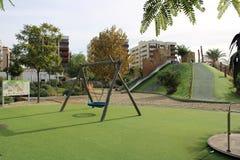 Huśtawka i carousel na trawie ilustracji