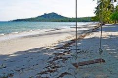 Huśtawka przy Haad Sivalai plażą na Mook wyspie Zdjęcie Royalty Free