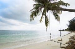 Huśtawka wiążąca na plaży Obrazy Stock