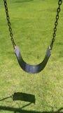 Huśtawkowy siedzenia obwieszenie od łańcuchów Obrazy Royalty Free