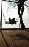 Huśtawka jeziorem Zdjęcia Royalty Free
