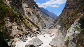 Free Hu Tiao (tiger Leaping) Gorge Royalty Free Stock Photo - 14104355
