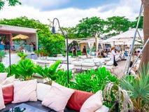 HUA HIN, ТАИЛАНД - 24-ОЕ ИЮНЯ 2018: Seenspace Huahin мол общины уклада жизни есть и ходящ по магазинам ослабьте красивое место стоковое фото