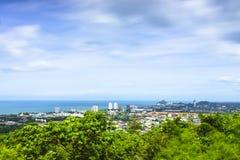 Hua Hin-cityscape met een bewolkte die dag van Khao Hin Lek Fai v wordt gezien Royalty-vrije Stock Foto's