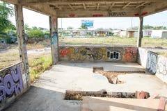 HUA HIN, TAILÂNDIA - May30,2015: Estrutura velha abandonada grafittis da fábrica Fotografia de Stock Royalty Free