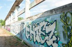 HUA HIN, TAILÂNDIA - May30,2015: Estrutura velha abandonada grafittis da fábrica Foto de Stock Royalty Free