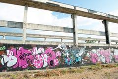 HUA HIN, TAILÂNDIA - May30,2015: Estrutura velha abandonada grafittis da fábrica Foto de Stock