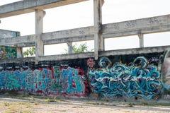 HUA HIN, TAILÂNDIA - May30,2015: Fábrica velha abandonada grafittis s Imagens de Stock Royalty Free
