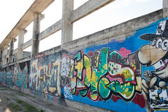 HUA HIN, TAILÂNDIA - May30,2015: Fábrica velha abandonada grafittis s Imagens de Stock