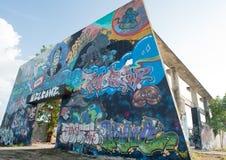 HUA HIN, TAILANDIA - May30,2015: Vecchia fabbrica abbandonata graffiti Fotografie Stock