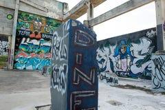 HUA HIN, TAILANDIA - May30,2015: Vecchia fabbrica abbandonata graffiti Immagini Stock