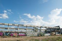 HUA HIN, TAILANDIA - May30,2015: Vecchia fabbrica abbandonata graffiti s Fotografia Stock