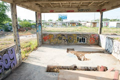 HUA HIN, TAILANDIA - May30,2015: Vecchia struttura della fabbrica abbandonata graffiti Fotografia Stock Libera da Diritti