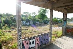 HUA HIN, TAILANDIA - May30,2015: Vecchia struttura della fabbrica abbandonata graffiti Immagini Stock Libere da Diritti