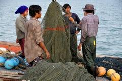 Hua Hin, Tailandia: Pescatore con le reti Immagini Stock Libere da Diritti