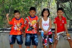 Hua Hin Thailand: Fyra thailändska barn Fotografering för Bildbyråer