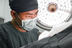 A veterinarian surgeons in operating room Royalty Free Stock Photos