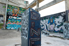 HUA HIN, THAILAND - May30,2015: Graffiti verlassene alte Fabrik Stockbilder