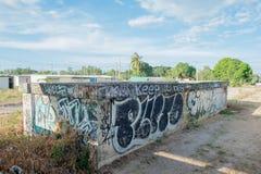 HUA HIN, THAILAND - May30,2015: Graffiti verlassene alte Fabrikstruktur Lizenzfreies Stockbild