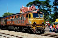 Hua Hin Thailand: Thailändskt järnvägdrev på stationen Royaltyfri Fotografi