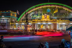 Hua Lamphong-station of het Eindstation van Bangkok Grand Central bij nacht royalty-vrije stock foto's