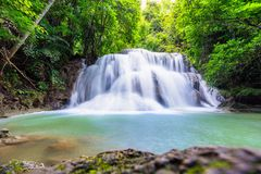 Hua mea khaminvatten faller i den Erawan nationalparken, Kanchanabur Arkivfoton