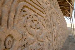 Huaca del Dragão ou Huaca del Arco Íris & x28; Dragon Temple ou arco-íris Temple& x29; perto de Chan Chan - Trujillo, Peru imagens de stock