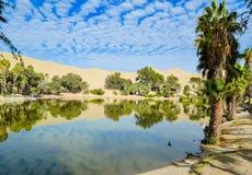 Huacachina在阿塔卡马沙漠,伊卡大区,秘鲁绿洲  库存照片