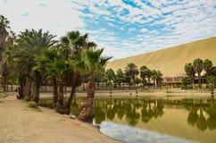 Huacachina在阿塔卡马沙漠,伊卡大区,秘鲁绿洲  库存图片