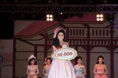 HUAHIN ΤΑΪΛΆΝΔΗ 29 ΑΠΡΙΛΊΟΥ 2016: Η δεσποινίδα huahin 2016, ενδυμασία θεάματος Στοκ Φωτογραφίες