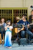 HUAHIN, Ταϊλάνδη: Τραγούδι μικρών κοριτσιών Στοκ Εικόνες
