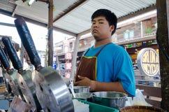 HUAHIN, Thaïlande : Homme faisant cuire le désert images stock