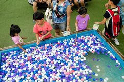 HUAHIN, Thailand : Children choose balls Royalty Free Stock Photos