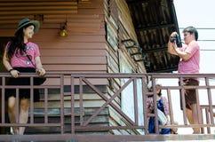 HUAHIN, Thailand: Mann machen Foto Lizenzfreie Stockfotografie