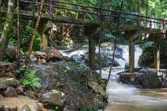 Huai-alla cascata nella città famosa della spiaggia di Krabi, la Tailandia Fotografia Stock Libera da Diritti