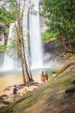 Huai Luang siklawa, także znać jako Namtok Huai Luang lub Namtok Bak Teo Siklawa znurza się w dół trzy kroka od elevat Fotografia Royalty Free