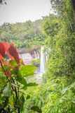 Huai Luang siklawa, także znać jako Namtok Huai Luang lub Namtok Bak Teo Siklawa znurza się w dół trzy kroka od elevat Zdjęcia Royalty Free
