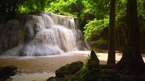 Huai Mae Kamin, cachoeira bonita vídeos de arquivo