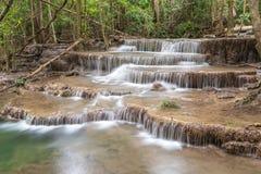 Huai Mae Kamin-de Dam van watervalsrinakarin in Kanchanaburi Stock Foto