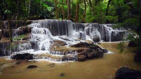 Huai Mae Kamin, schöner Wasserfall stock video footage
