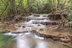 Huai Mae Kamin vattenfallSrinakarin fördämning i Kanchanaburi royaltyfri foto
