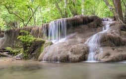 Huai Mae Kamin vattenfallSrinakarin fördämning i Kanchanaburi royaltyfria foton