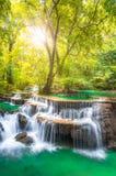 Huai Mae Kamin Wasserfall lizenzfreie stockbilder
