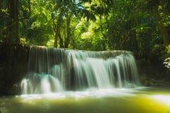 Huai Mae Khamin Waterfall em Tailândia Imagem de Stock