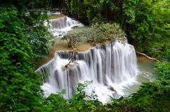 Huai Mae Khamin Waterfall im Dschungel von Srinakarin-Verdammung Kanchanaburi Lizenzfreie Stockfotografie